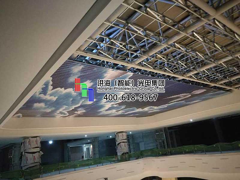 洪海LED天幕在临沂齐鲁园广场正安装施工!