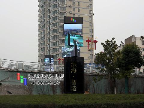江苏盐城LED旋转魔方柱屏安装调试完成!图片