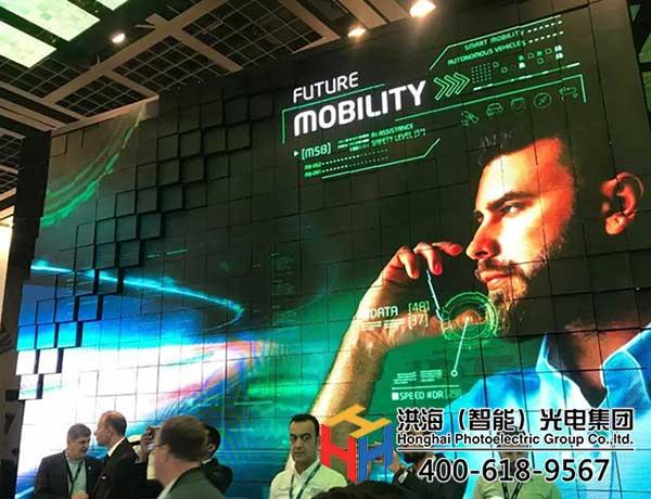 律动十足,百变造型—机械波浪屏装饰城市新媒体广告图片