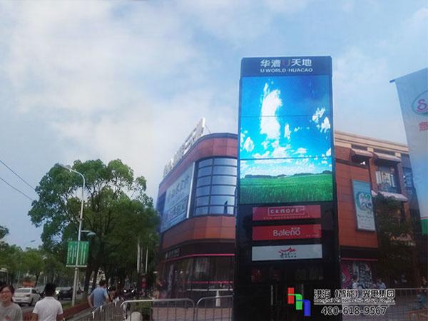 上海华漕天地LED旋转魔方柱屏案例现场图片