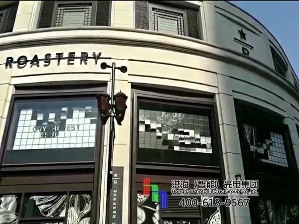 上海星巴克墙体二十面翻页机械广告牌施工图片