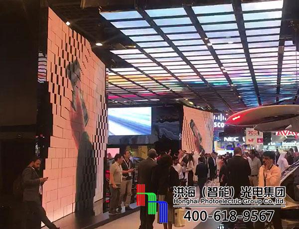 """迪拜会展中心伸缩波浪屏—""""会跳舞的显示屏""""施工图片"""