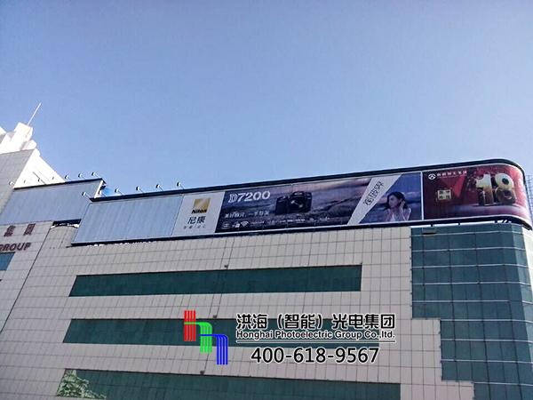 新疆哈密室外屋顶三面翻弧形转角广告牌